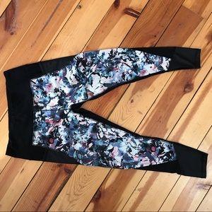 Pants - Floral Print Quarter Length Leggings